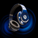 beats-headphones-blue-graphics