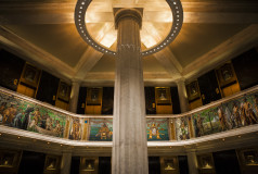 chicago-hexagonal-pillar-room