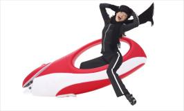 girl-laughing-toboggan-electric-scissors-ad