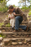 lifestyle-dad-baby-first-steps