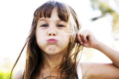 lifestyle-girl-making-fish-face-fun
