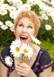 portrait-woman-daisies-fun